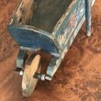 Carriola giocattolo in legno
