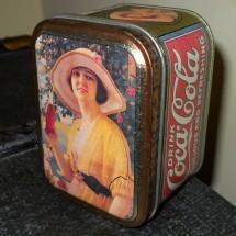 Riproduzione antica scatola Coca Cola